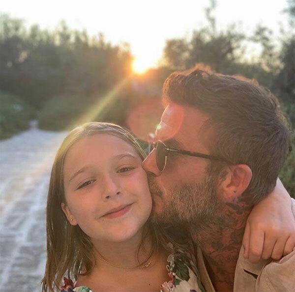 Trên trang cá nhân chiều 10/8, Becks đăng tải loạt ảnh anh cùng vợ con tận hưởng những ngày cuối hè ngọt ngào ở xứ sở mỳ ống.