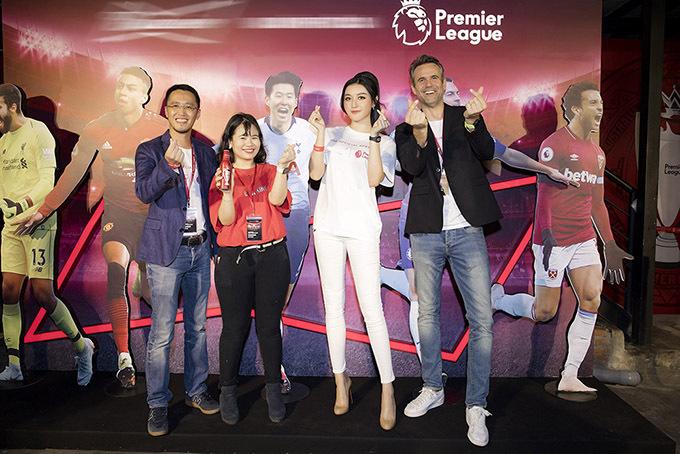Huyền My là một trong những người đẹp của showbiz Việt rất yêu thích và thường xuyên theo dõi bóng đá.