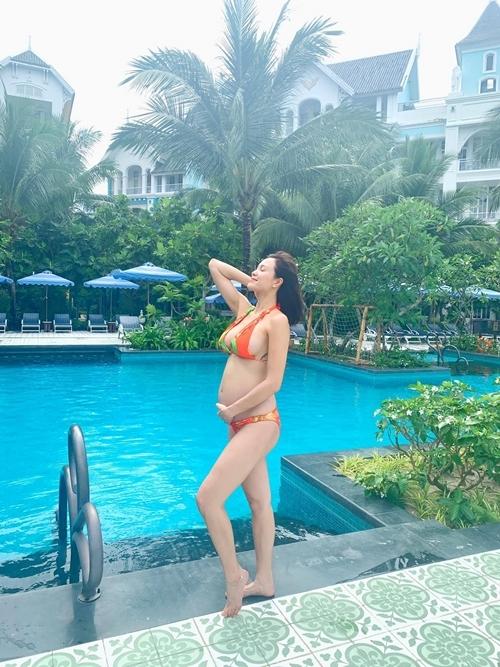 Nàng siêu mẫu thấy mình gợi cảm hơn khi mang bầu.