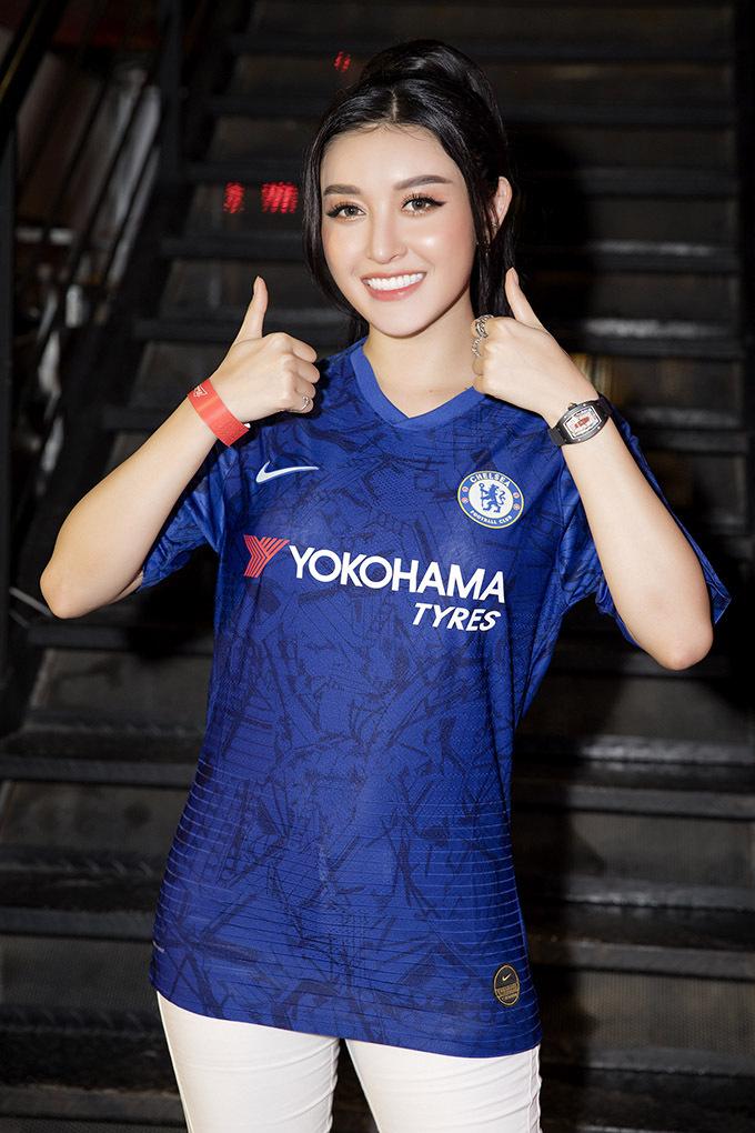 Cô là fan cuồng nhiệt của CLB Chelsea.