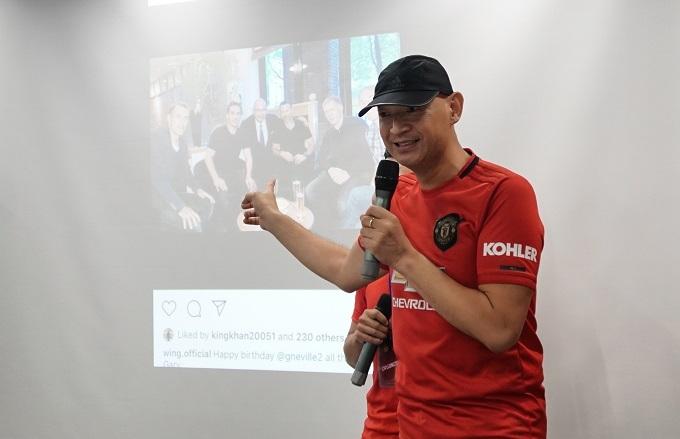 Wing Shing Chu thân thiện và hòa đồng với người hâm mộ Việt Nam. Ảnh: Hữu Nhơn.