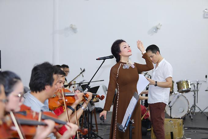 Điểm nhấn của chương trình là tiết mụcMục Kiền Liên cứu mẹ do Tân Nhàn thể hiện và nhạc sĩ Trần Mạnh Hùng sáng tác.