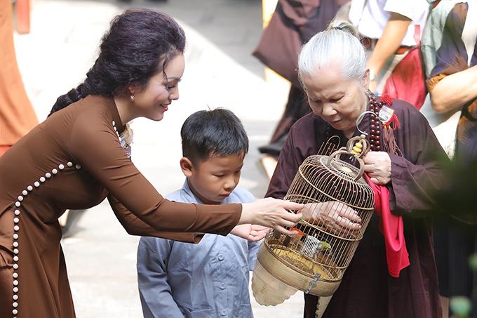 Được Thượng toạ Thích Minh Hiền (Phó Trưởng ban văn hoá, Trung ương Giáo hội Phật Giáo Việt Nam) động viên, Tân Nhàn quyết tâm đứng ra kêu gọi các đồng nghiệp cùng nhau tổ chức một chương trình ca nhạc đề cao đạo hiếu nhân dịp lễ Vu Lan.