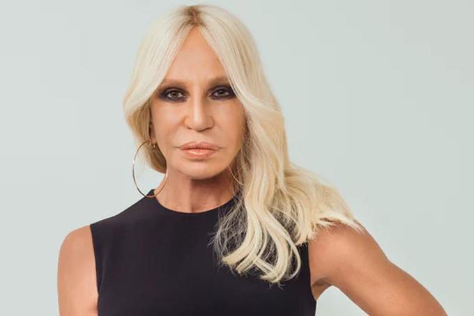 Donatella Versace, giám đốc sáng tạo của Versace. Ảnh: The Business of Fashion.