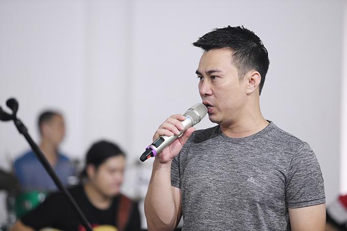 Chương trình còn có sự xuất hiện của ca sĩ Minh Đức.