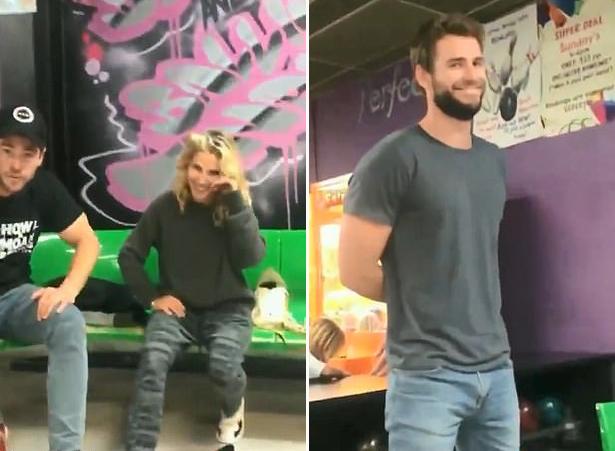 Chris Hemsworth và vợ - nữ diễn viên Elsa Pataky - cũng đưa Liam đi chơi bowling hôm 31/7. Liam tận hưởng sự bình yên bên gia đình trong suốt gần một tháng qua và vẫn chưa quay lại Mỹ.
