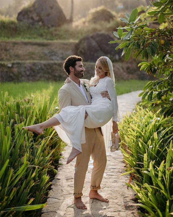 Tháng 6/2018, Kaitlynn và Brody tổ chức đám cưới ở đảo Bali, Indonesia với chỉ một nhóm bạn bè thân thiết tham dự. Theo TMZ, cặp đôi làm lễ cưới nhưng chưa hề đi đăng ký kết hôn. Tháng 8 năm nay, hai người thông báo chia tay trong êm thấm, kết thúc mối tình 5 năm. Và chỉ một tuần sau, chị dâu hụt của Kylie Jenner đã quyết định chôn giấu nỗi buồn tình yêu tan vỡ bằng cuộc tình mới gây sốc với nữ ca sĩ Miley Cyrus. Cô và Miley hiện chưa lên tiếng phản hồi về chuyện tình đồng giới này.