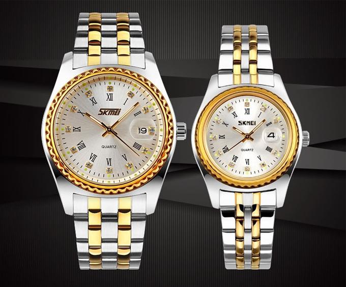 Đồng hồ SKMEI NTS064 vàng có giá 899.000 đồng hai chiếc. SKMEI là thương hiệu đồng hồ thời trang đến từ Trung Quốc, thuộc tập đoàn Quảng Châu SKMEI Watch, được thành lập vào năm 2010 và có trụ sở chính đặt tại Quảng Châu. Đây là một trong những tập đoàn sản xuất đồng hồ tại Hồng Kông với nhiều công xưởng sản xuất được đầu tư, đội ngũ nhân công lớn, phần máy được sản xuất tại Nhật.