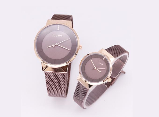 Đồng hồ ja-1104d dây thép màu nâu đồng, mặt kính sang trọng. Sản phẩm được bán giá ưu đãi trên Shop VnExpress là 1.928 triệu đồng.