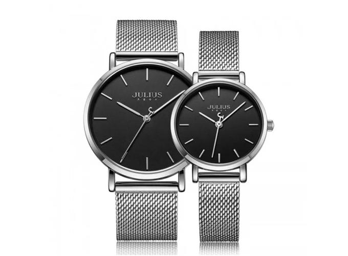 Đồng hồ dây thép bạc ja-1164b dành cho cặp đôi có giá giảm 39%, còn 1,558 triệu đồng (giá chưa giảm 2,558 triệu). Sản phẩm dễ phối quần áo, mang đến vẻ sang trọng cho người đeo.