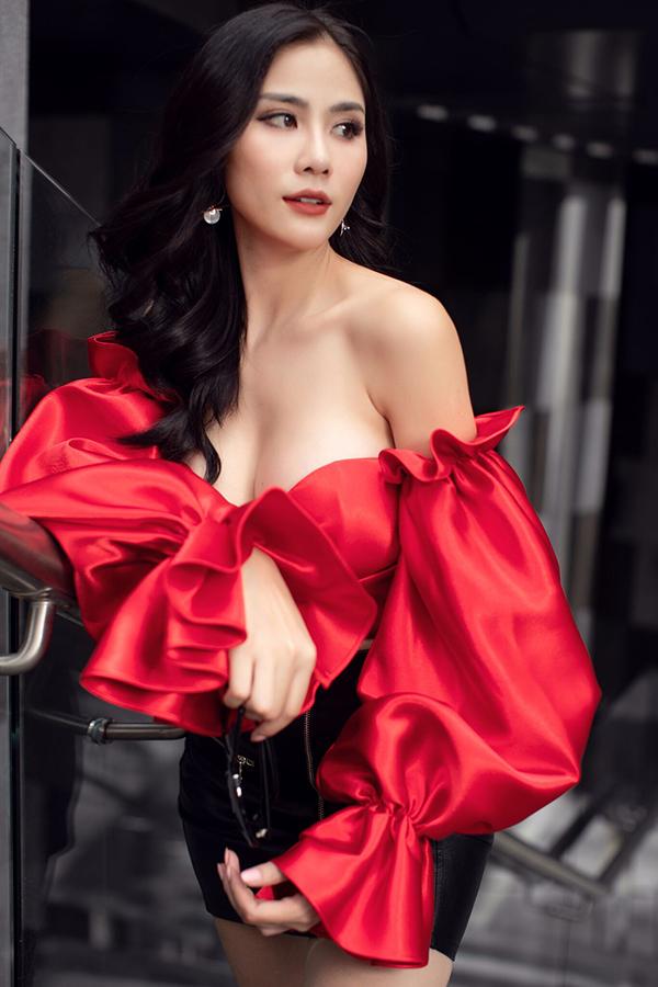 Bộ ảnh được hỗ trợ thực hiện bởi nhiếp ảnh Chanh Nguyễn và stylist Bi Bo.