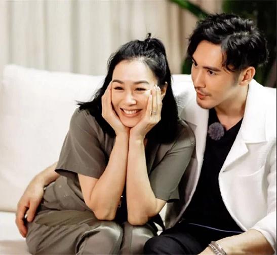 Vợ chồng Chung Lệ Đề - Trương Luân Thạc rất tình cảm, gắn bó.