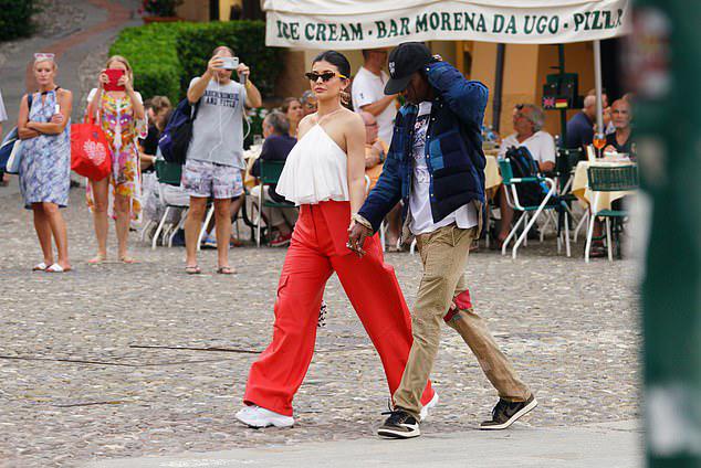 Cặp sao Mỹ được nhiều khách du lịch nước ngoài nhận ra.