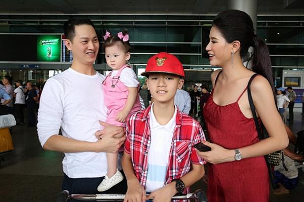 Trang Trần và ông xã Việt kiều bên hai con.