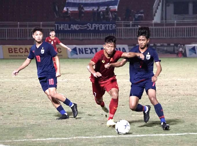 U18 Việt Nam thi đấu nỗ lực nhưng không thể ghi bàn vào lưới Thái Lan. Ảnh: Hữu Nhơn.