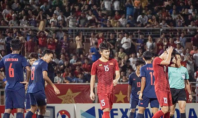Kết quả hoà 0-0 với Thái Lan khiến các học trò của HLV Hoàng Anh Tuấn thất vọng. Ảnh: Hữu Nhơn.