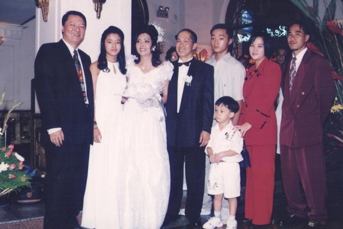 Sau cuộc hôn nhân đổ vỡ với nghệ sĩ saxophone Lê Tấn Quốc (trái), danh ca Họa Mi tìm thấy bến đỗ hạnh phúc