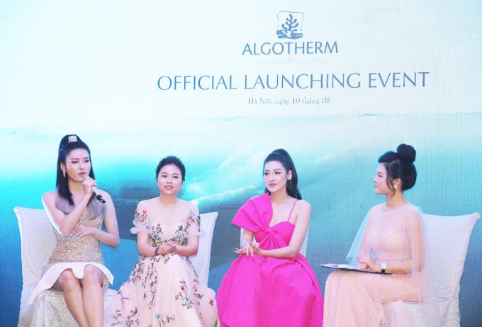 Trong buổi talkshow, Á Hậu Huyền My, Tú Anh và đại diện Công ty Algotherm Việt Nam, bà Nguyễn Thị Bích Hằng có phần chia sẻ về công dụng của sản phẩm.