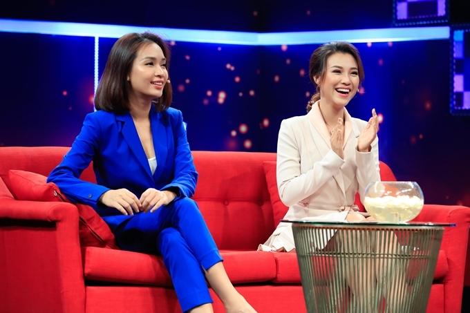 Ái Phương (trái) và Hoàng Oanh trong talkshow Giải mã tri kỷ.