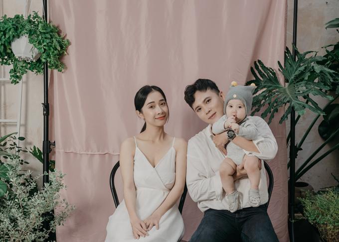 Bộ ảnh được thực hiện khi bé Nguyễn Bảo Bối Gia - con trai đầu lòng của Phương Anh được 6,5 tháng tuổi.