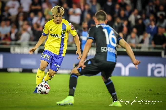 Công Phượng trong trận gặp Club Brugge ở giải Bỉ. Ảnh: STVV.