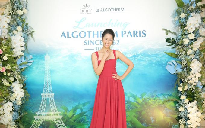 Nhan sắc trẻ trung của Hoa hậu Dương Thùy Linh ở tuổi 36.