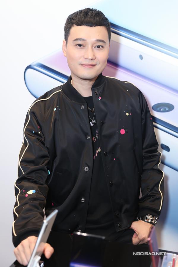 Ca sĩ Quang Vinh tự tin với ngoại hình trẻ trung, phong độ ở tuổi 37.