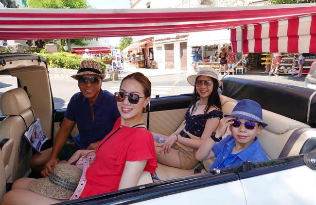 Chân Tử Đan từng có một đời vợtrước khi đến với người mẫu Uông Thi Thi năm 2003. Cặp đôi có hai con, một trai, một gái, cuộc sống hôn nhân rất viên mãn.