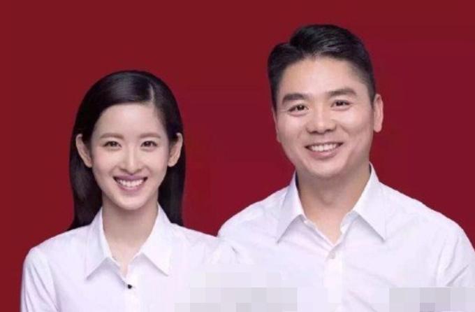 Chương Trạch Thiên và Lưu Cường Đông trong ảnh đăng ký kết hôn. Ảnh: QQ.