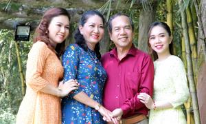MC Xuân Hiếu về quê Đồng Tháp thăm bố mẹ và em gái