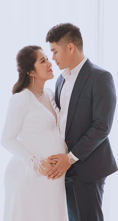 Lê Phương đang mang thai con gái của ông xã Trung Kiên.