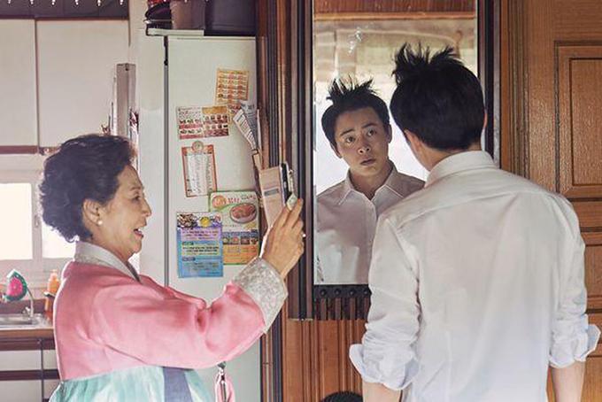 Jong Nam khóc dở mếu dở với nhiều tình huống bi hài trong đời sống.