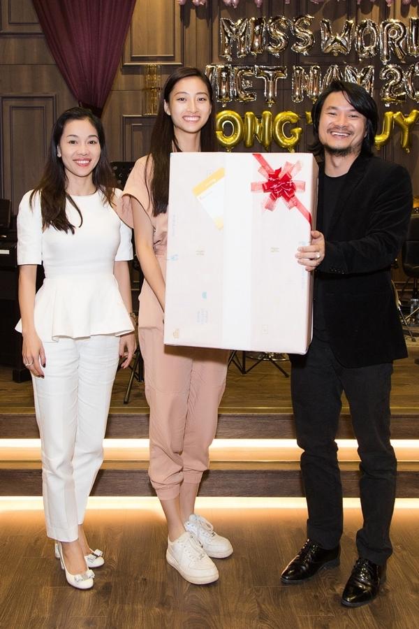 Vợ chồng đạo diễn Hoàng Nhật Nam - Phạm Kim Dung (trưởng BTC cuộc thi) chuẩn bị một