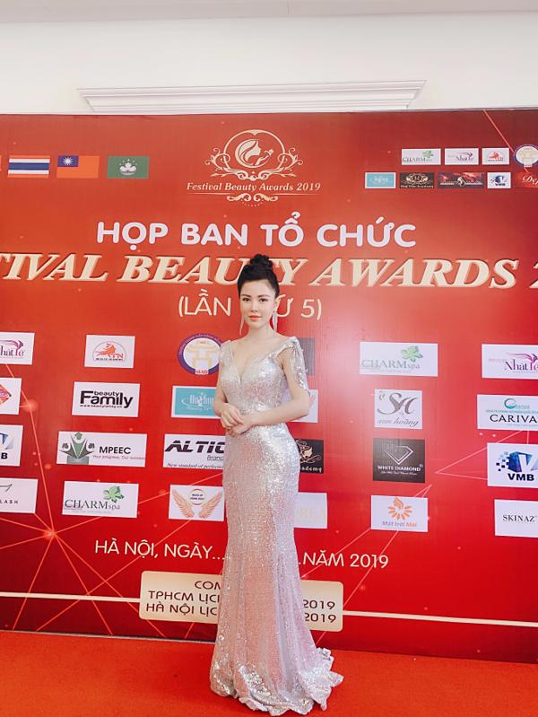 Nguyễn Hoàng Lan tại họp báo Festival Beauty Award.