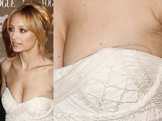 Bra dán được nhiều chị em - trong đó có Nicole Richie - yêu thích hơn miếng dán đầu ngực nhờ khả năng nâng đẩy và kéo hai bầu ngực lại gần nhau.