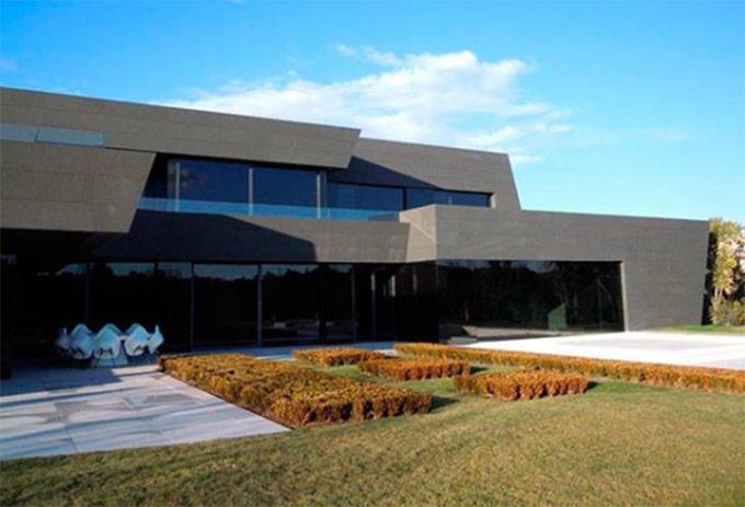 Biệt thự của Hazard có thiết kế tương đồng với chỗ ở cũ của C. Ronaldo.