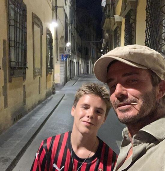 ... và cậu ba Cruz với chú thích: Các chàng trai ở Florence
