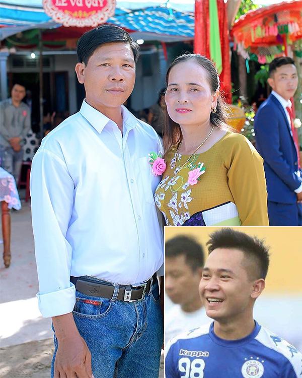 Tiền vệ Hồ Minh Dĩ của CLB Hà Nộiđăng ảnh thể hiện tình cảm với bố mẹ với biểu tượng trái tim trên Instagram.