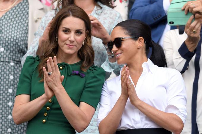 Kate và Meghan xem Wimbledon hôm 13/7. Ảnh: PA.