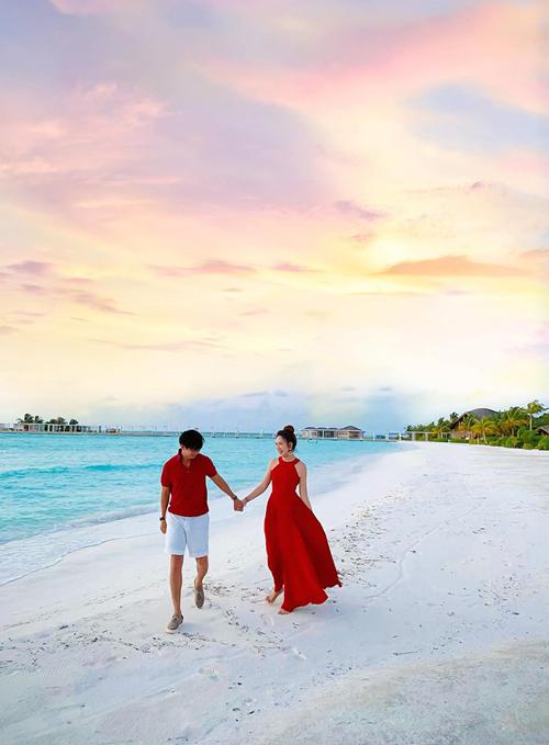 Maldives là một quốc đảo nằm ở phía Nam Ấn Độ Dương, nổi tiếng là thiên đường nghỉ dưỡng dành cho giới sao, các travel blogger và rich kids. Nhiều du khách Việt cũng đã chọn Maldives làm điểm dừng chân trong những năm gần đây.