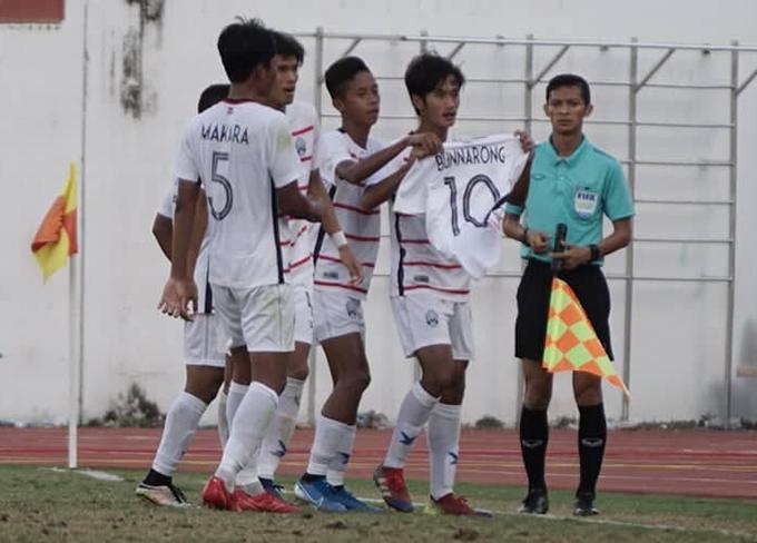 Campuchia mừng bàn thắng mở tỷ số. Ảnh: Hữu Nhơn.