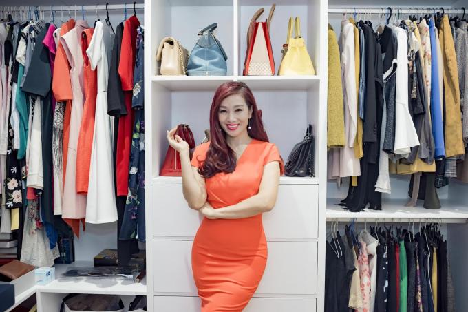 Người đẹp Thu Hương có một phòng thay đồ riêng nơi cô cất giữ các món váy áo, phụ kiện đắt giá đến từ nhà mốt Christian Louboutin, Hermes, Louis Vuitton...