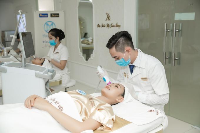 Các người đẹp Miss World Vietnam trải nghiệm dịch vụ Thermage tại Xuân Hương.