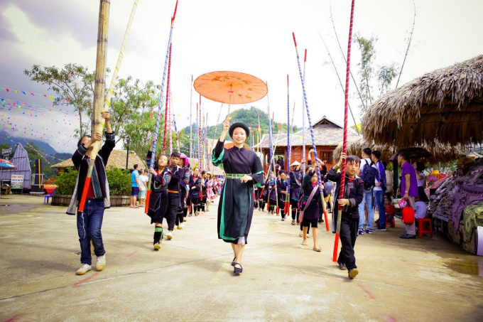 Đây là lần thứ ba Lễ hội ẩm thực Tây Bắc được tổ chức, nhằm tôn vinh những giá trị văn hóa truyền thống, tạo điểm đến vui chơi giải trí độc đáo cho du khách.