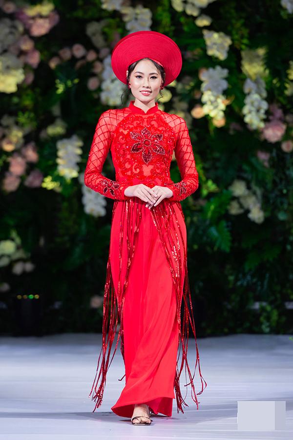 Show diễn của nhà thiết Kenny Thái có sự tái xuất của chân dài Mai Giang, quán quân cuộc thi VietnamNext Top Model 2012.