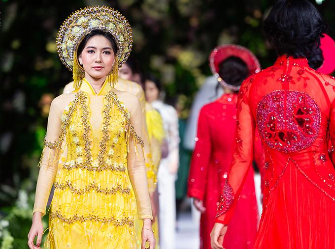 Chia sẻ về cảm xúc khi tham gia show diễn của Kenny Thái, người đẹp cho biết: Tôi rất ấn tượng với áo dài Việt Nam. Thông qua trang phục này, tôi thấy rất thích thú với văn hóa truyền thống của Việt Nam và hy vọng một ngày nào đó sẽ có cơ hội được đặt chân đến mảnh đất ấy.