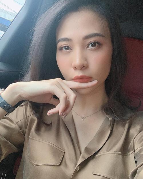 Đàm Thu Trang lần đầu đăng ảnh selfie lên mạng xã hội kể từ sau đám cưới với doanh nhân Cường Đôla.
