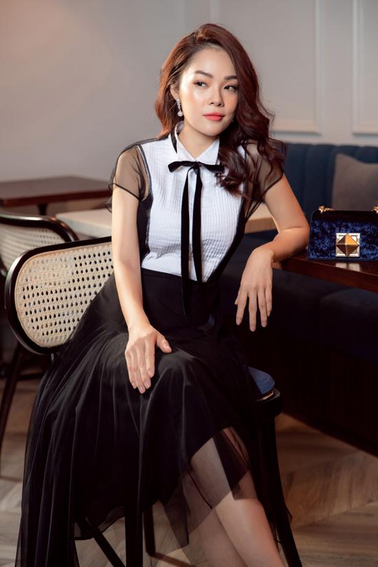 Song song với công việc của một diễn viên, Dương Cẩm Lynh còn là gương mặt được nhiều thương hiệu thời trang trong nước yêu thích.