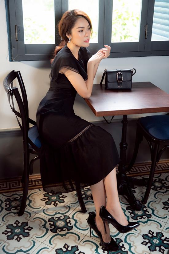 Dương Cẩm Lynh chia sẻ: Tôi quan niệm mặc đẹp, thời trang và chỉn chu là thể hiện việc tôn trọng chính mình và người khác. Thời trang phù hợp cũng giúp mỗi người chúng ta tự tin hơn trong giao tiếp, đạt được nhiều thành công hơn trong công việc và cuộc sống.