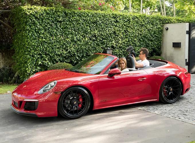 Chiếc xe sang Alex tặng Jennifer Lopez.